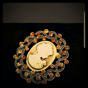 Jewelry - CLASSY ANTIQUE INSPIRED VICTORIAN ART PIN BROOCH